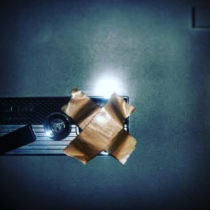 金庫ダイヤルにガムテープを貼るのはダメです。俺の合鍵