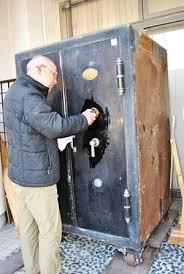 プロの鍵屋さんによる金庫開錠です。俺の合鍵。
