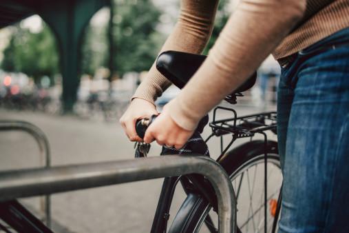 自転車の盗難が本当に多いのでチェーンロックと合鍵をしっかりとつけましょう。俺の合鍵