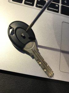 カバーを外す・チェッキー・CHECKEY・マンションエントランス・カギ番号を隠す・新カギ・俺の合鍵