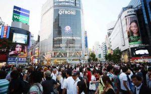 東京都渋谷区渋谷駅前のスクランブル交差点。合鍵制作・合鍵作成・ディンプルキー制作・スペアキー作成は全国配送料無料・ネット注文、金額、価格、値段も店舗と変わらない。俺の合鍵。カギ番号は他人に見せないで!