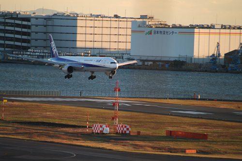 羽田国際空港の写真です。羽田国際空港周辺の対面店舗で合鍵作成・合鍵制作・スペアキー作成・ディンプルキー作成する場合には必ず合鍵本体をご持参ください。鍵番号はあなたの家のパスワード。