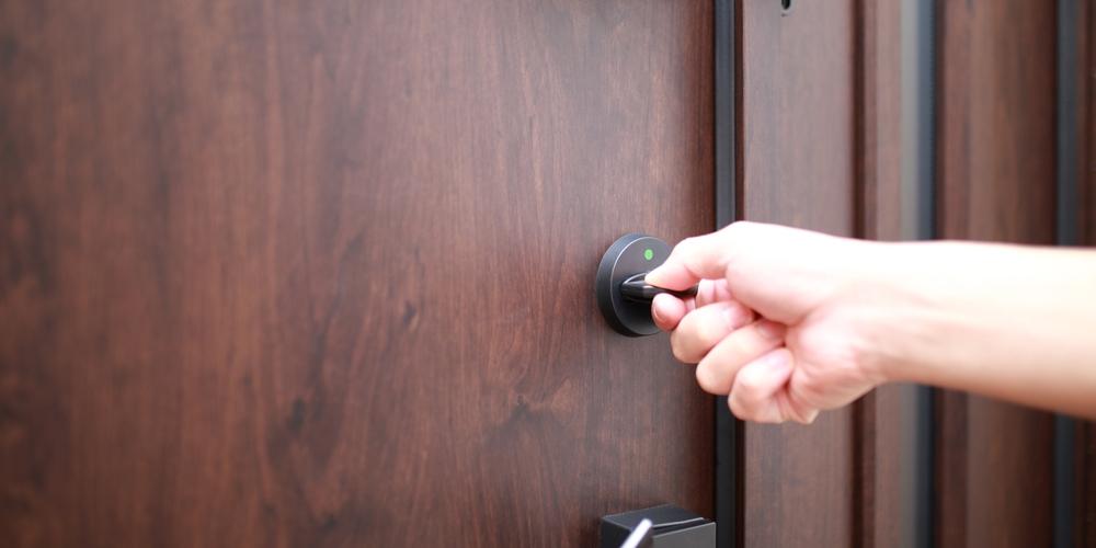 防犯性を高めよう! 玄関ドアや窓に設置する「補助錠」がもたらす効果